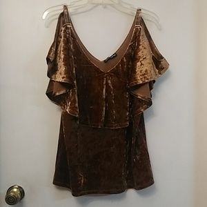 Cable and Guage Lady's brown fashion top